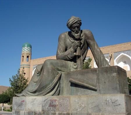 Modern beeld van Al-Khwarizmi in Khiva