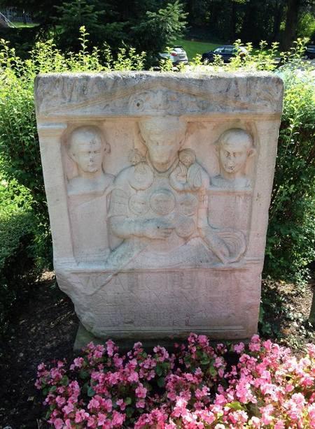 Kopie van de cenotaaf van Marcus Caelius