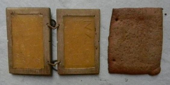 Een koekje in de vorm van een Romeins schrijftablet