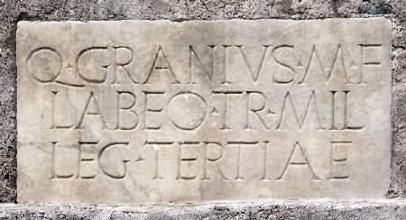 Grafschrift op het Mausoleum van Caecilia Metella bij Rome:
