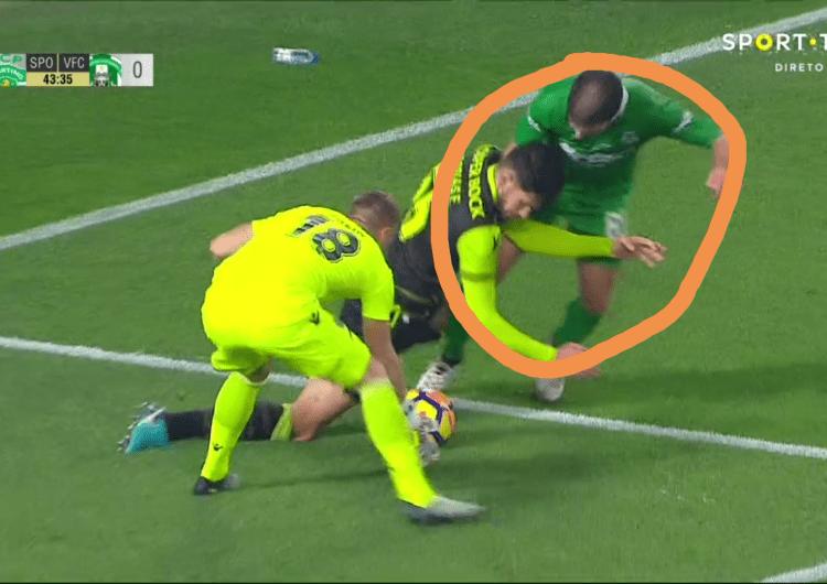Video ▶️ Grande penalidade contra o Sporting fica por assinalar!