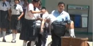 80 estudantes ficam possessos depois de verem homem de preto