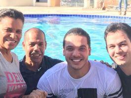 Wesley Safadão é batizado nas águas