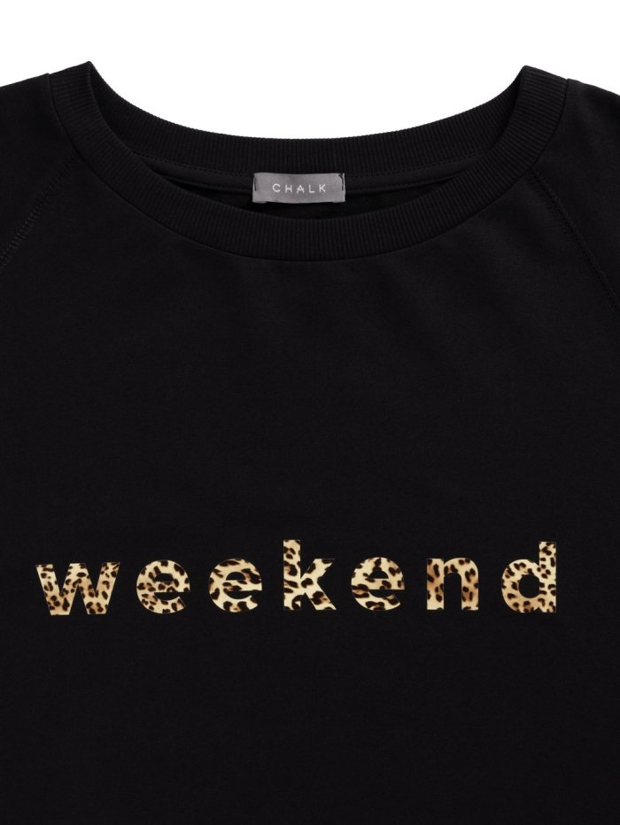Chalk Nancy Sweatshirt with Weekend Slogan in Black
