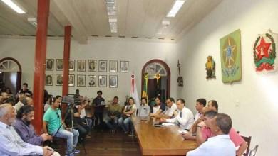 Iniciando do zero: após exoneração em massa e revelar dívida de R$ 43 milhões, prefeito Júlio Pimenta realiza primeiras nomeações