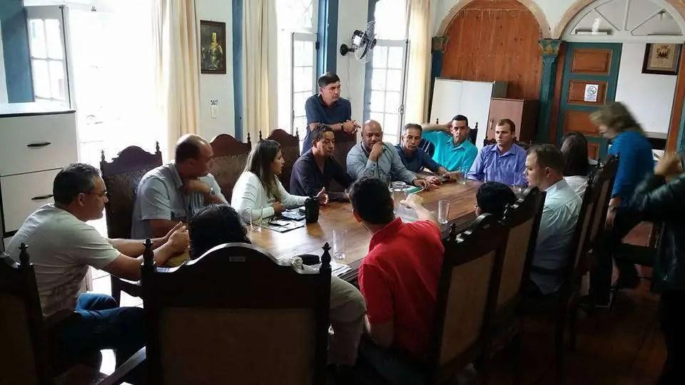 Foto: Funcionários da Saarco em reunião com vereadores da Câmara Municipal de Ouro Preto (Página Justiça Sim Desemprego não)