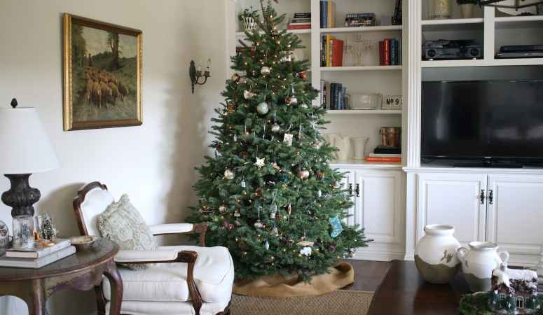 A Farmhouse Christmas Home Tour