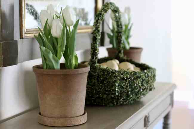 easter-decor-basket-tulips