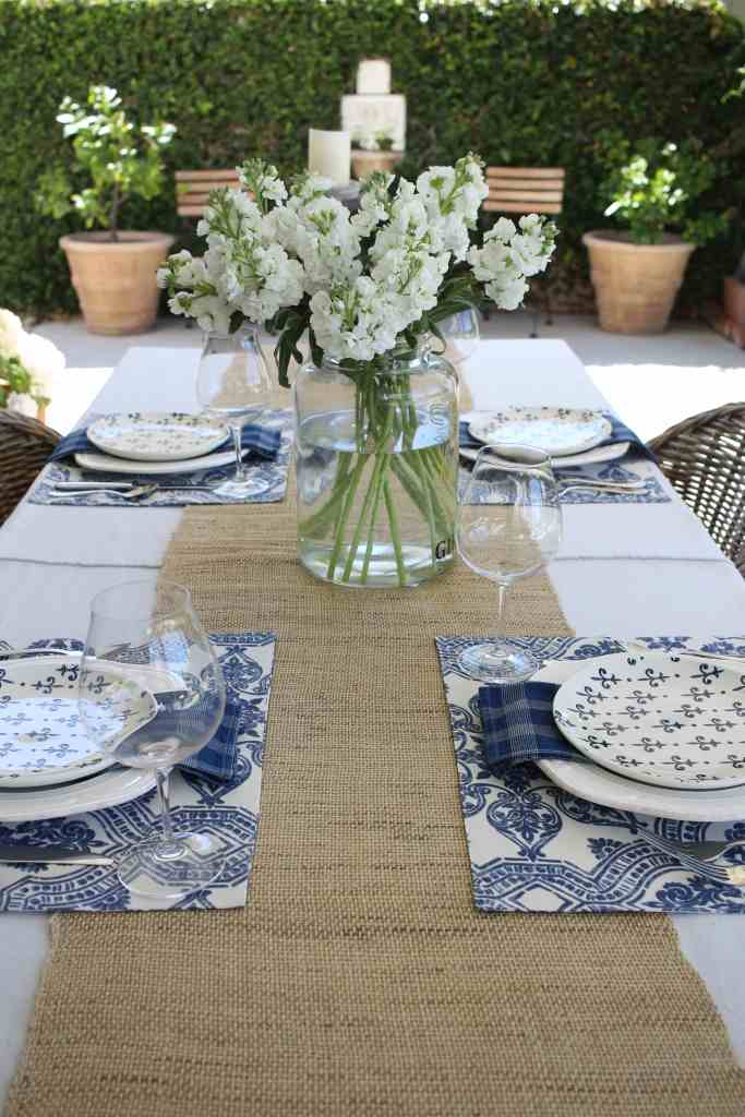 simple-summer-blue-and-white-tablescape-3
