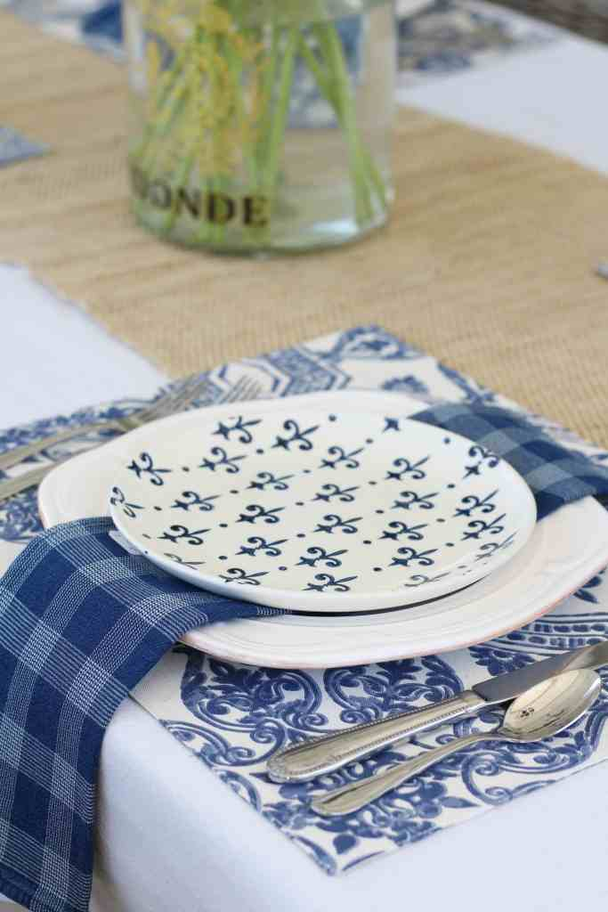 simple-summer-blue-and-white-tablescape-7