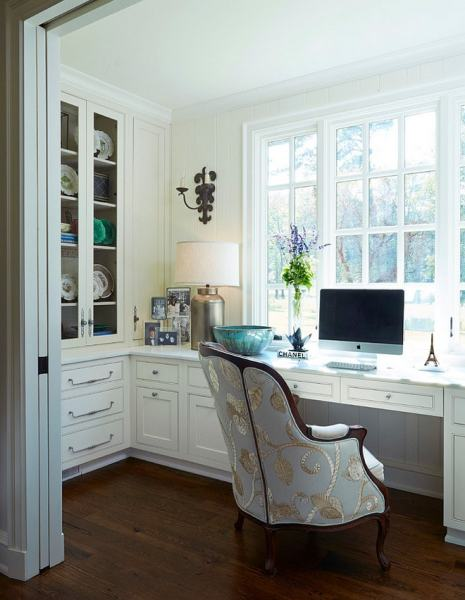 painted home office built ins Twenty Amazingly Chic Home Offices!