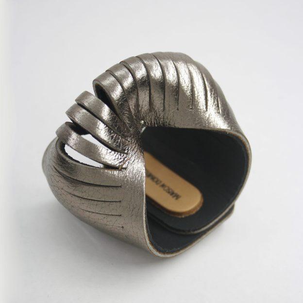 Brazalete de cuero. diseño argentino.