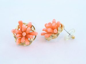 Boucles oreilles en corail rose et plaque or BO-CO-RO-024