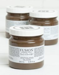 Een bruine glaceerverf Fusion Mineral Paint MaisonMansion