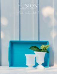 Tegel verf in een azuur blauwe kleur Fusion Mineral Paint MaisonMansion