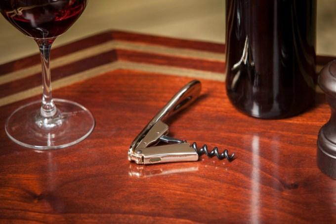 tire bouchon chromé atelier du vin