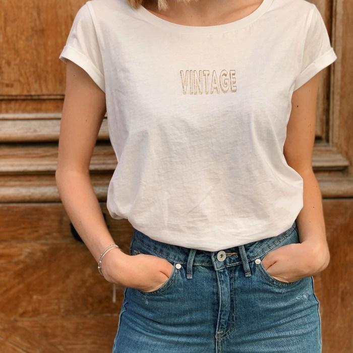 tee-shirt-blanc-inscription-doré-vintage-garance-maison-prune