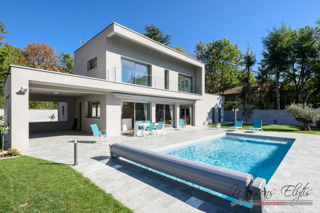 Maison Moderne Et Contemporaine Avec Piscine à L'ouest De