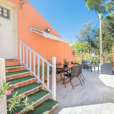 Access to the holiday rental aix en provence via terrace in maison saint jerome