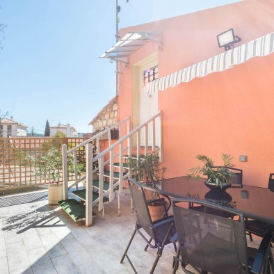 Dining on the terrace of the holiday rental guest house maison saint jerome in aix en provence