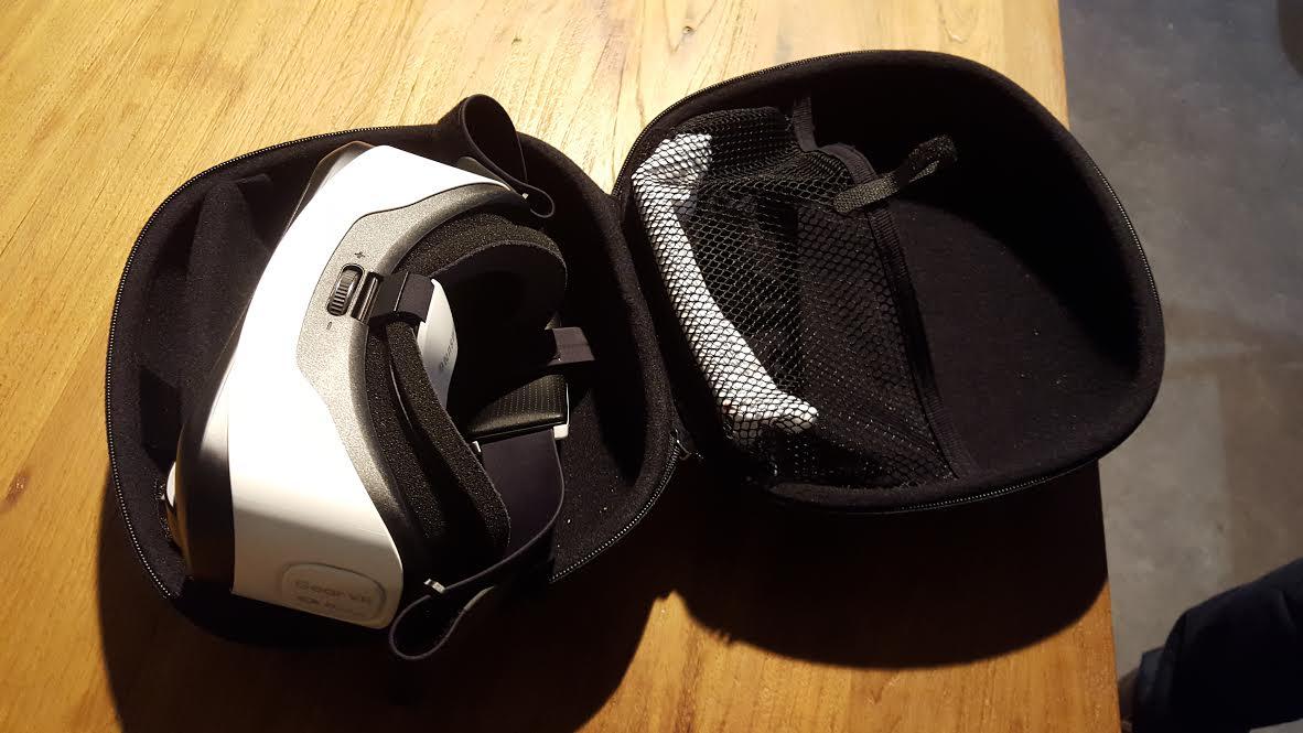 Le casque de réalité virtuelle Samsung VR2 dans son cocon