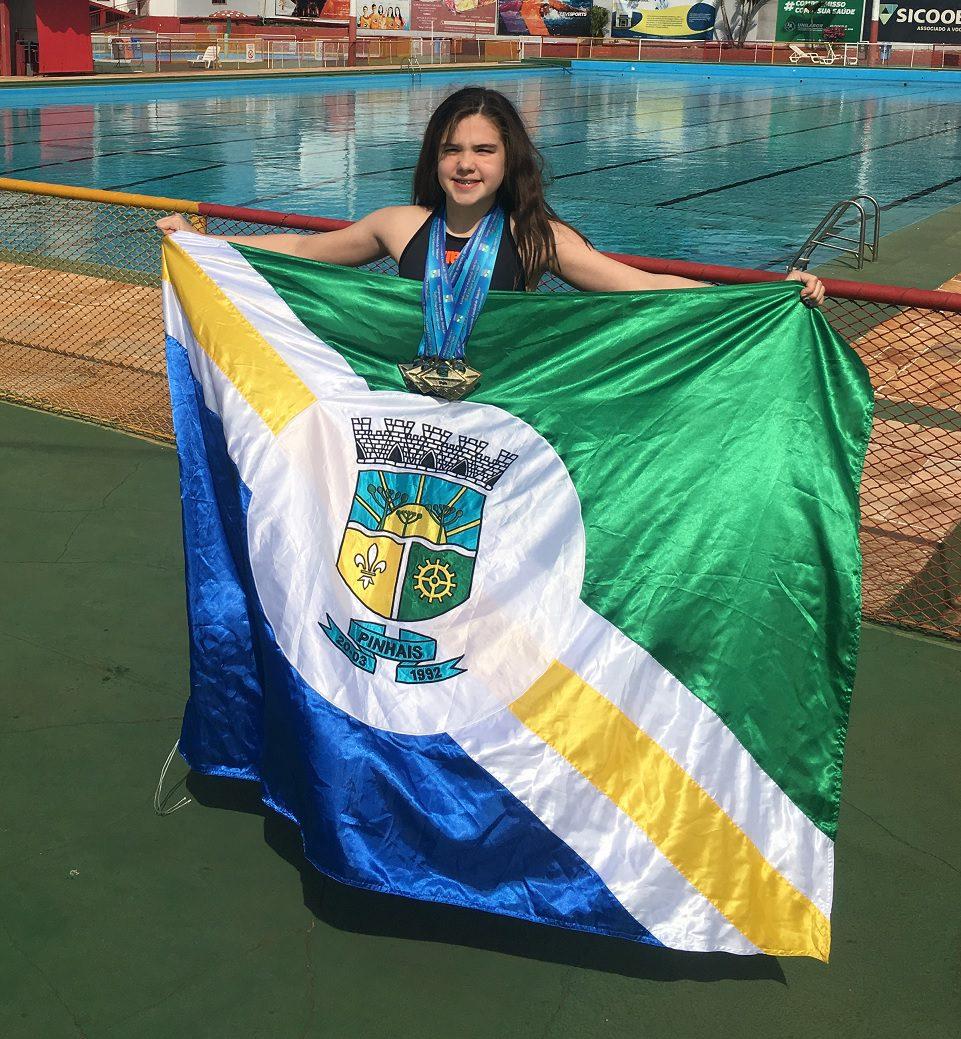 Anna Julia Pinhais natação