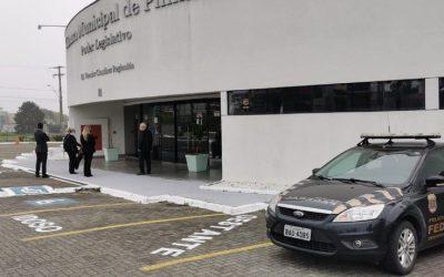 PF cumpre 4 mandados de busca em operação contra fraude eleitoral envolvendo vereadora de Pinhais