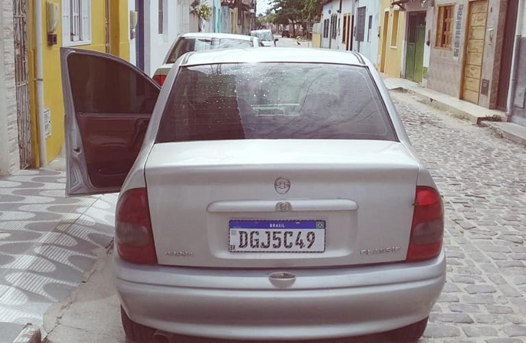 Veiculo Corsa é furtado na cidade do Prado .