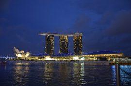 Hotel Marina Bay Sands em Singapura à noite