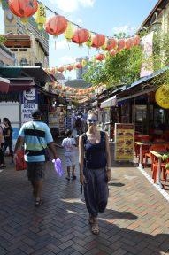 Barracas de mercadoria na Chinatown de Singapura