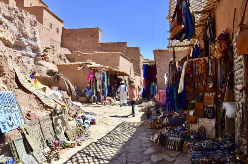 Comércio dentro do kasbah de Ait Benhaddou, Marrocos.