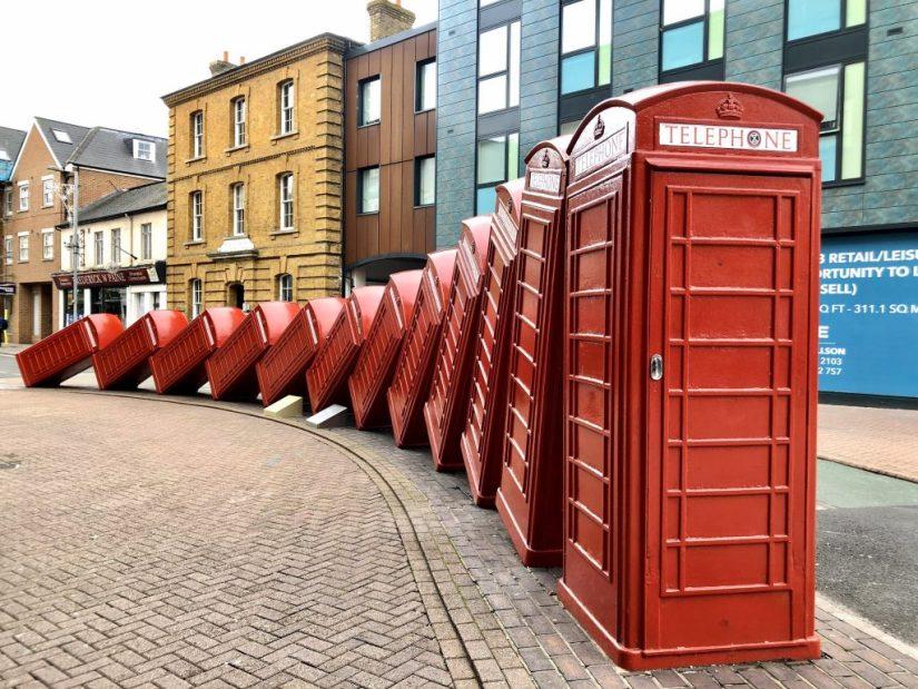 Cabines vermelhas caídas em Londres, lugar para fotos em Londres