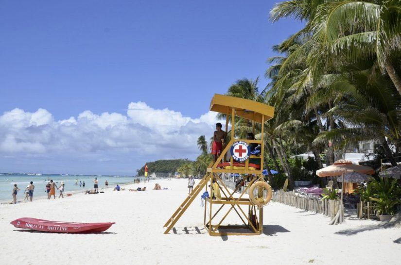 Praia White Beach em Boracay, nas Filipinas