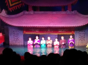 Marionetistas do teatro Thang Long no Vietnã
