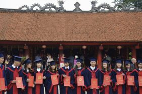 Estudantes no Templo da Literatura, Hanoi
