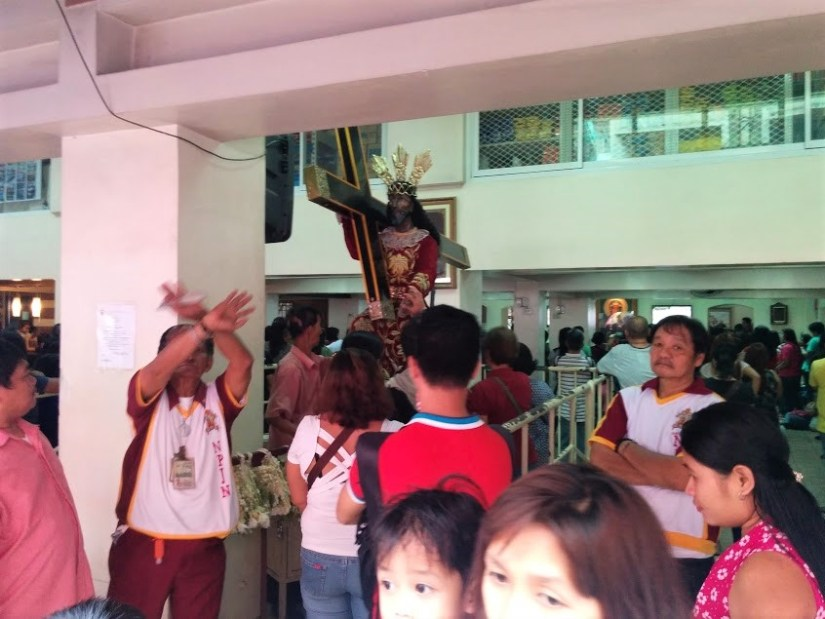 Igreja de Quiapo, nas Filipinas.
