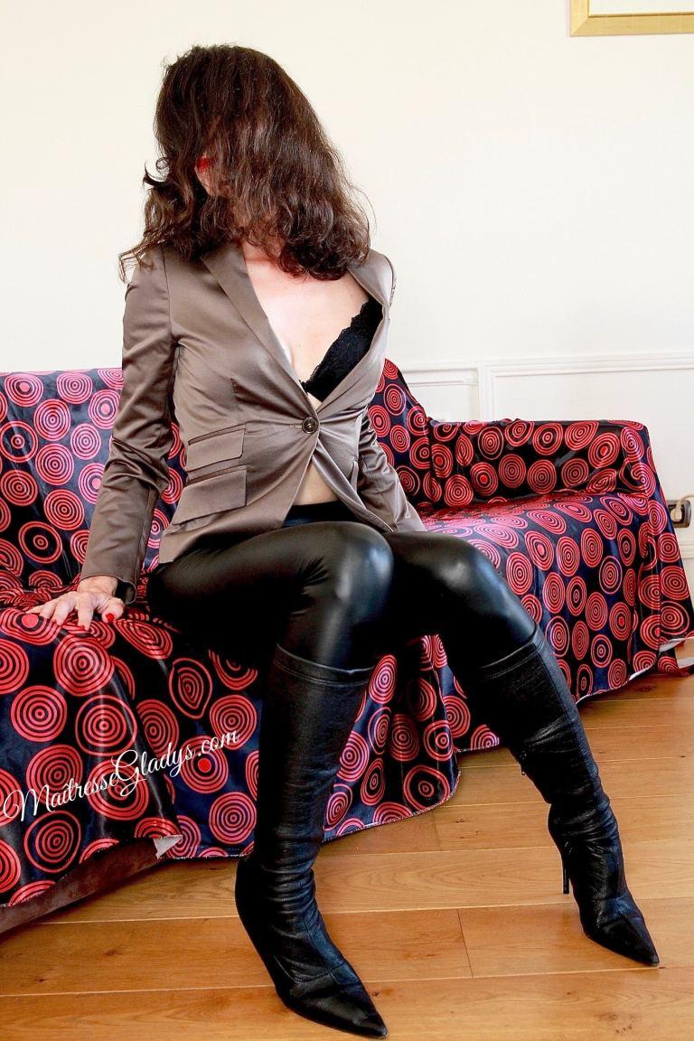 femme fétichiste dominatrice Paris