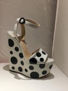 sandale cruella Louboutin expo