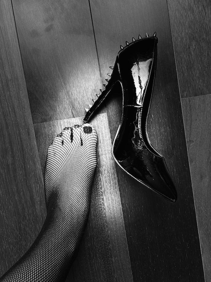 dominatrice fétichiste pied