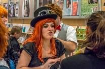 Auteure d'un livre (costumée), salon du livre, Place Bonaventure, Montréal, Qc