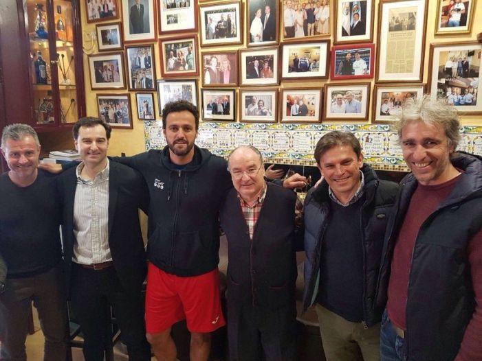 """Tres """"glorias"""" del At. Madrid se reencuentran en el """"As de Bastos"""" (Majadahonda): Kiko, Aguilera y Toni"""
