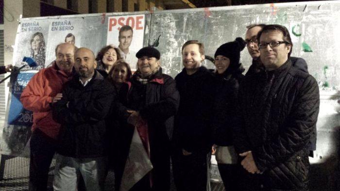 Militantes del PSOE Majadahonda encabezados por Javier Vales respaldan a Pedro Sánchez