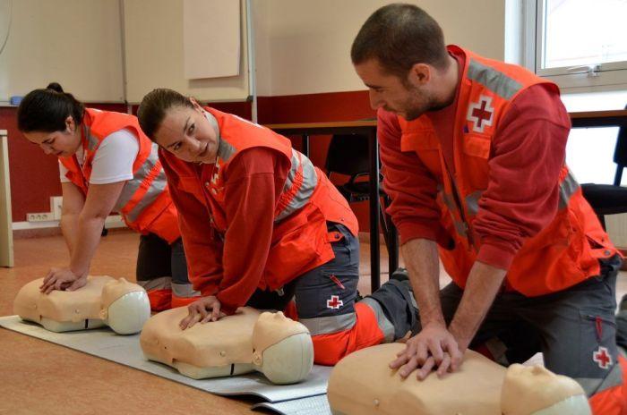 Cruz Roja Majadahonda enseña este fin de semana en El Plantío un curso de primeros auxilios