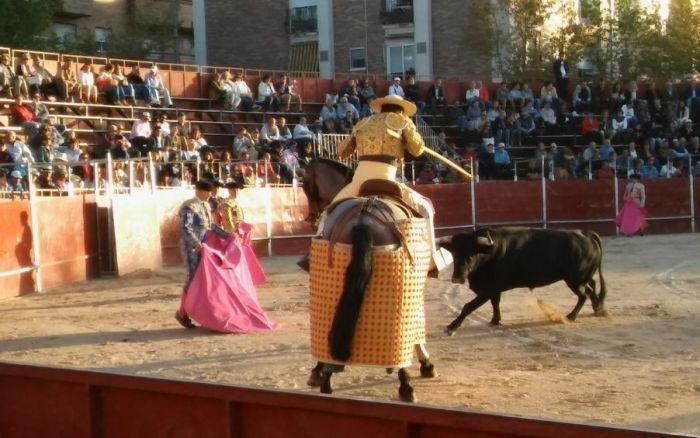 Todas las crónicas de la corrida de toros de Majadahonda con Abellán herido y Robleño a hombros