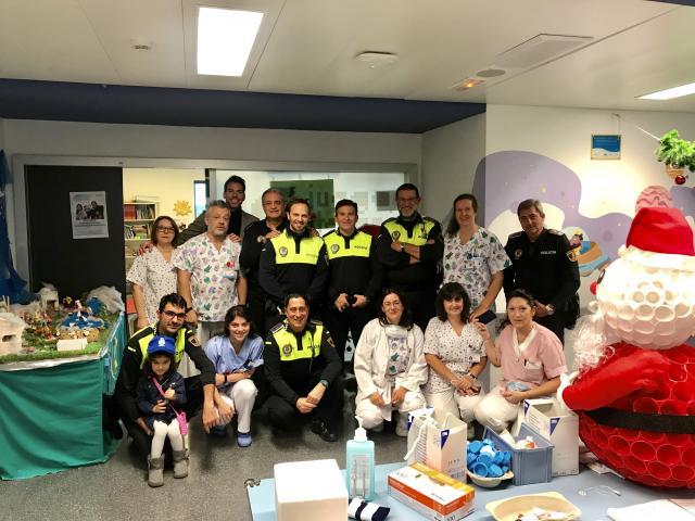 La policía de Majadahonda anticipa los Reyes Magos a los niños hospitalizados en el Puerta de Hierro