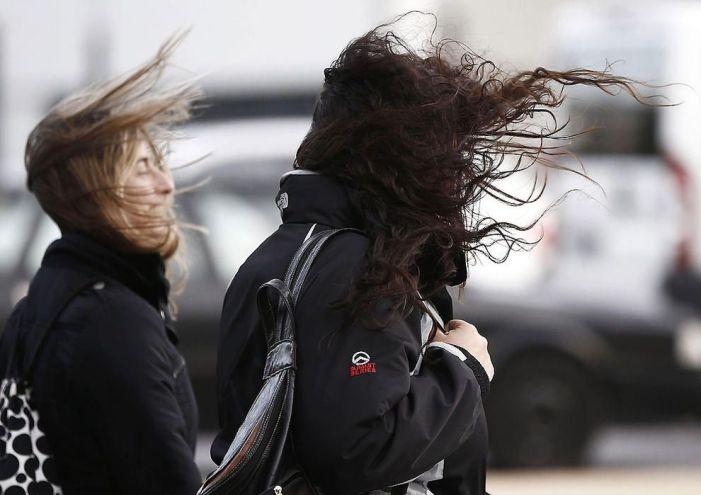 Alerta Naranja por viento y peligro: toldos, macetas exteriores, cornisas, andamios, muros y árboles