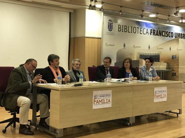 """Periodistas de la Zona Oeste Madrid se toman con humor la """"esclavitud"""" de un oficio que """"no es tan fácil como el público cree"""" (Julia Bachiller)"""