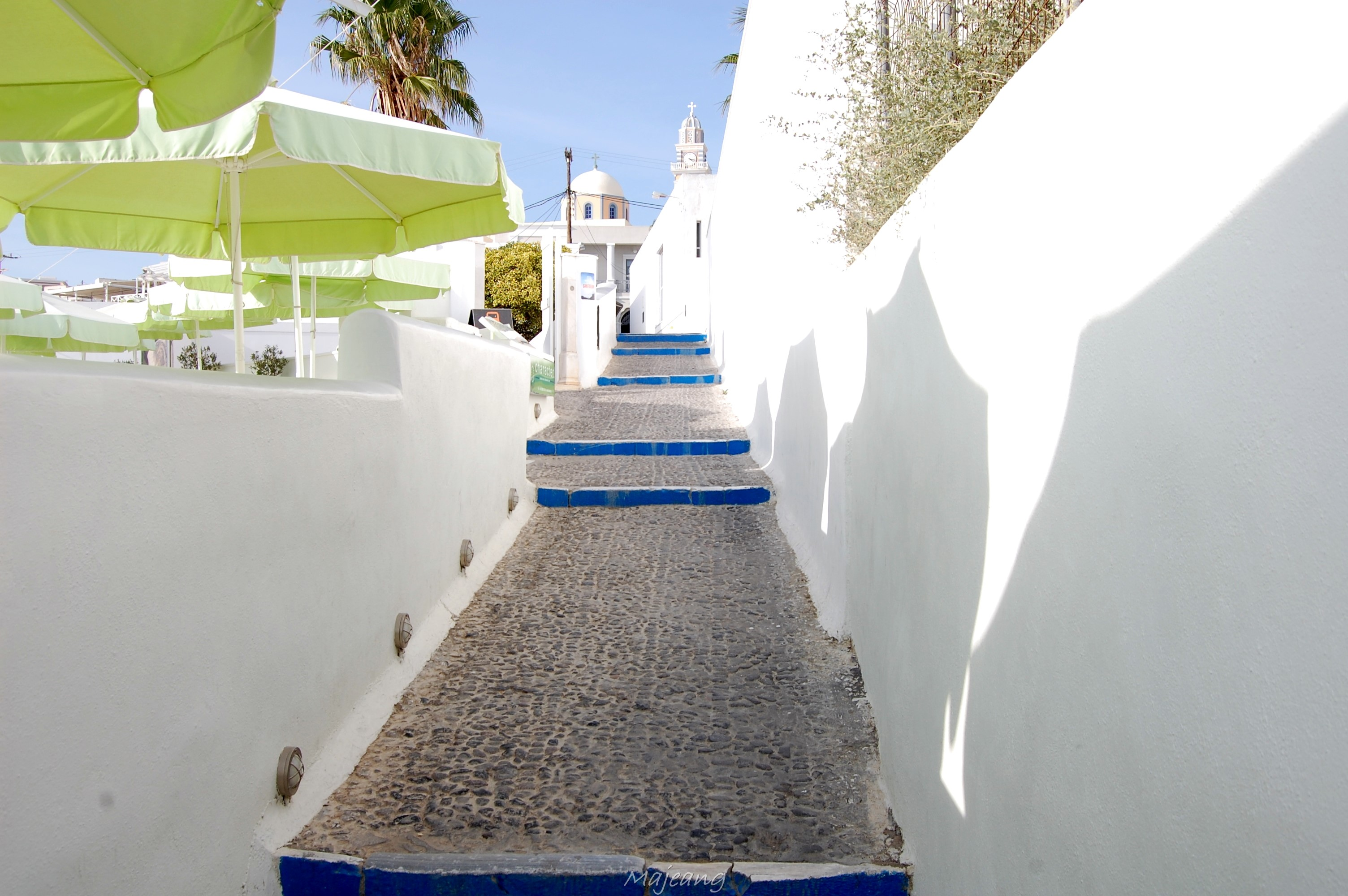 Visiting Santorini on the blog, work in progress www.majeang.comBlue and white steps in Fira