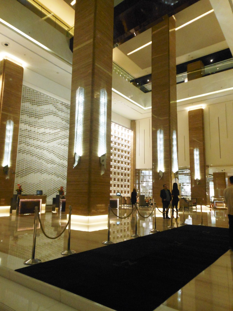 Things to see in Dubai, Kempinski mall of emirates hotel