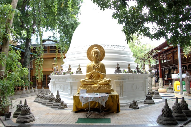 5 Things You Should Know About Pitfalls of Travelling-Gold sitting statue, Gangaramaya temple, sri lanka